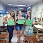 Alunas recebem certificado de curso de costura